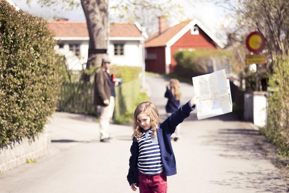 Milo with a map to the ruin in Sigtuna